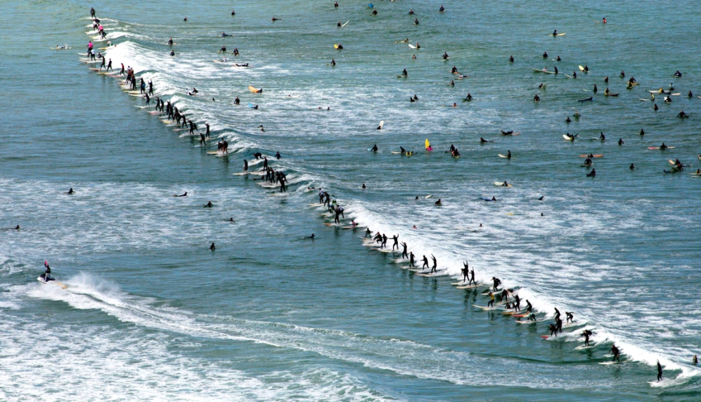 73 surfers ride the same wave at Muizenberg in 2006