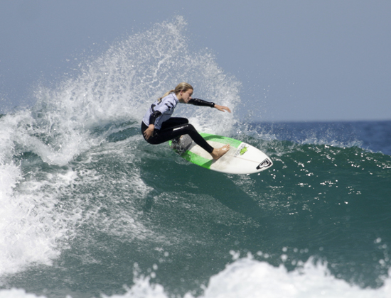Bianca Buitendag (George) on her way to victory in the Pro Junior women's division of the Billabong Junior Series event - Photo: Moonrocket / Billabong