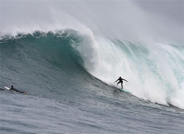 Pictured: Chris Bertish, riding a 3 metre surfboard, paddles into and successfully negotiates the drop on a four-storey high wave at Dungeons in Cape Town Photo:  Kimi Stewart