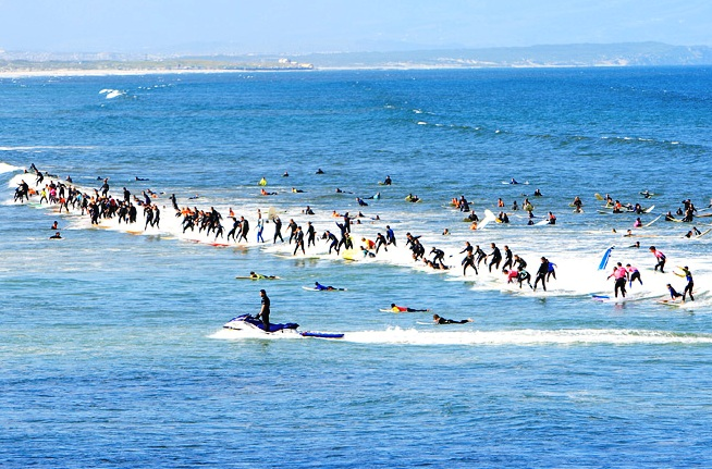 More than 60 surfers on one wave during Earthwave South Africa at Muizenberg in 2007 - Photo: Alan van Gysen