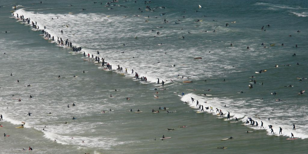 Cape Town surfers break the Guinness World Record with 103 on the same wave at Earthwave 2009 in Muizenberg, Cape Town on Sunday 4 October - Photo: Lee Slabber