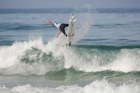 Pictured: Jordy Smith (ZAF), 21, current ASP World No. 12, will take on former ASP World Champion (2001), C.J. Hobgood (USA), 30, in the opening heat when competition resumes.