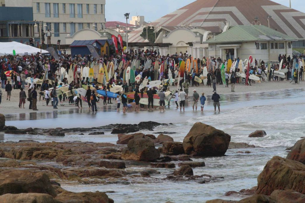 Some of the more than 300 surfers who participated in Earthwave 2007 - Photo: Surfpix.co.za