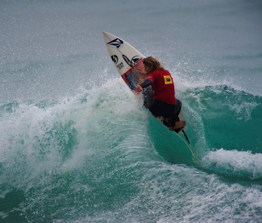 SA U18 girls champion Alice McGregor (Border) in action during the 2009 SA Junior Surfing Championships in East London on the weekend Photo: Hiki du Plessis