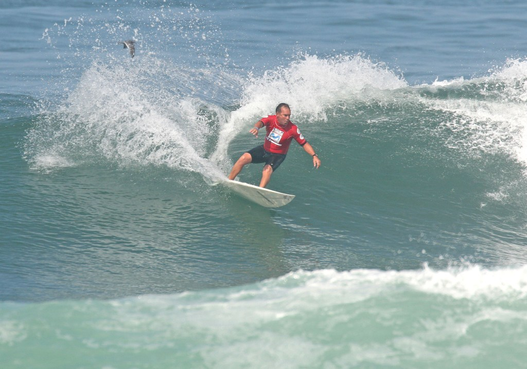 Chris Knutsen (Central KZN) on his way to victory in the Grandkahunas (Over 50) division of the Reef Wetsuits SA Masters Championships in Mossel Bay - Photo courtesy Surfing SA