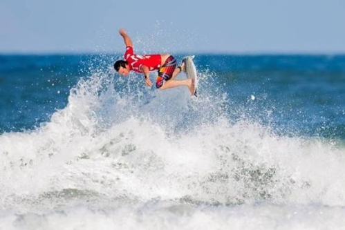 Pictured: Jordy Smiths high-flying aerial manoeuvres earned the Durbanite the highest scores of the day at the Billabong Pro Santa Catarina on Wednesday. Photo: ASP / Kirstin