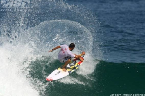 Travis Logie throws a rooster tail of spray on his way to 3rd place in Brazil - photo Daniel Smorigo