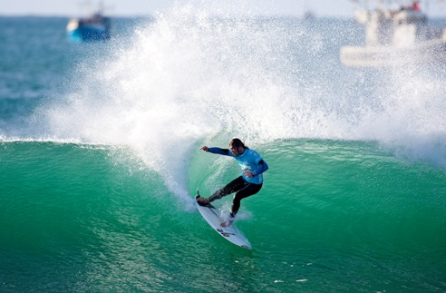 Pictured: Sean Holmes (Cape Town, South Africa) in action at Supertubes in Jeffreys Bay this morning. Holmes produced the upset of the event by eliminating current ASP World No. 1 and 9 x ASP World Champion Kelly Slater (USA) from the Billabong Pro J-Bay 2010. Image Credit:  ASP/ Kirstin Scholtz