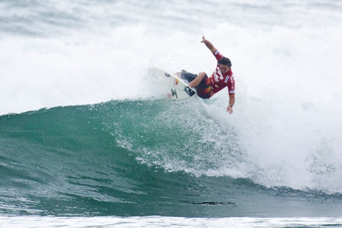Pictured: Jordy Smith's trademark fins-free progressive surfing has elevated the Durbanite to No. 2 on the ASP World Title Race Rankings heading into the 2010 Billabong Pro J-Bay. Photo: ASP / Kirstin