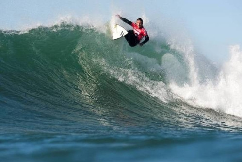 Pictured: Sean Holmes rebounds off the lip of a Supertubes wave on his way to a quarterfinal finish in the 2009 Billabong Pro J-Bay Photo: ASP / Cestari