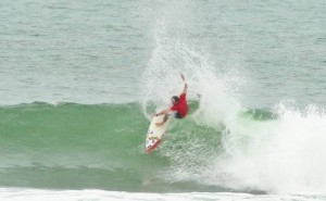 Pictured: Wayne Monk carves off the top of a wave at Santa Catalina in Panama on Day 1 of the 2010 ISA World Masters Surfing Championships. Monk won his opening heat to advance to Round 2 of the Masters division