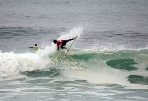 Pictured: SA's Chad du Toit performs a radical air-reverse on his way to victory in his repecharge Round 6 heat at Senoritas on Day 6 of the of the 2010 Billabong ISA World Surfing Games in Peru on Monday. Du Toit will be in action in Round 8 today. Photo: ISA / La Torre