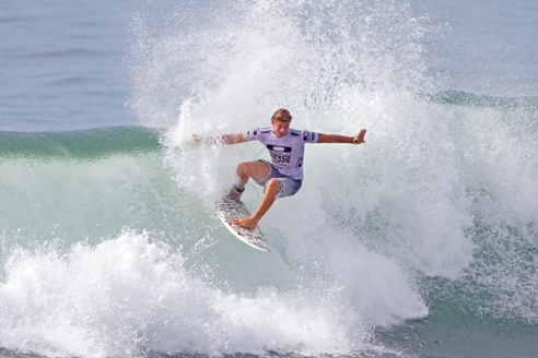 Dale Staples (St Francis Bay), seen here in action in Bali, will be going all-out to clinch the ASP World Junior title in Australia over the next week. Credit: ASP/Robertson