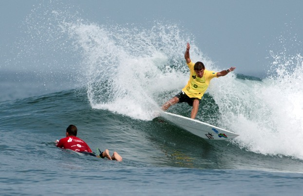 Andre Malherbe (East London) carves a cutback on his way to victory in his Round 2 heat and a berth in the last 12 of the Kahunas division at the ISA World Masters Surfing Championships in Ecuador on Tuesday  Photo: ISA / Rommel Gonzalez