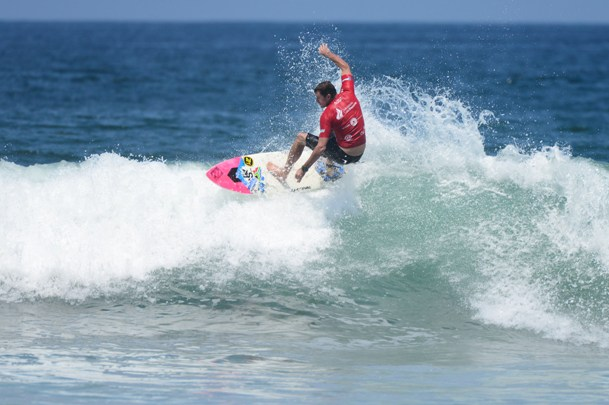 Wayne Monk (East London) kept his challenge for higher honours alive with an impressive heat victory in the Grand Masters division at the ISA World Masters Surfing Championships in Ecuador on Wednesday  Photo: ISA / Tweddle