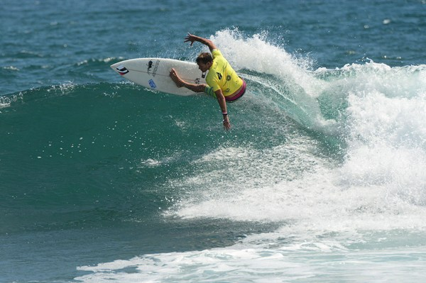 Greg Emslie (East London) used manoeuvres like this to post several of the event's top scores and advance to the last four in the qualifying stream of the Masters division at the ISA World Masters Surfing Championships in Ecuador on Thursday  Photo:  ISA / Tweddle