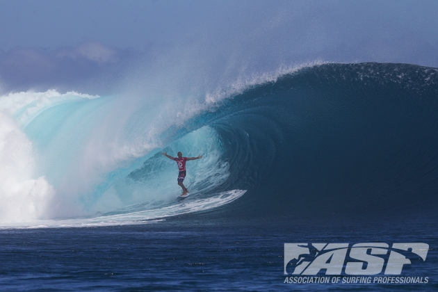 Kelly Slater styling inside a huge barrel at Cloudbreak on his way to another perfect 10 point ride and victory in the Volcom Fiji Pro  Image Credit: ASP / Kirstin
