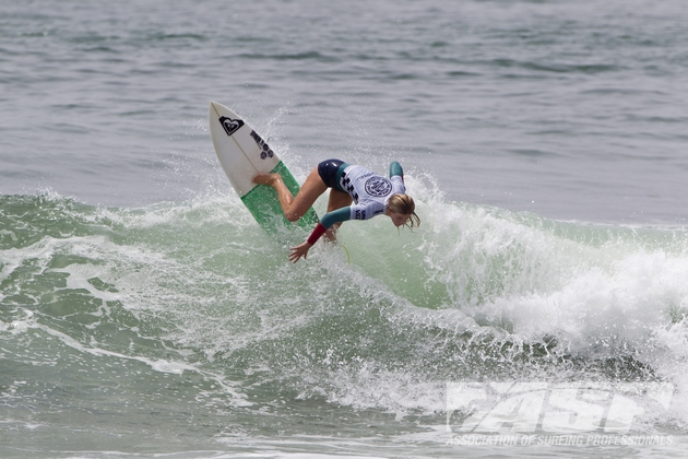 Bianca Buitendag (Victoria Bay, ZAF) in action at Huntington Beach, California  on Saturday. Buitendag won the Vans US Open of Surfing Pro Junior Women's title with a dominating performance  Credit: ASP/Rowland