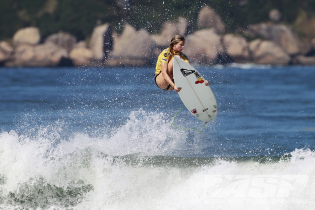 Bianca Buitendag shows the form that makes her one of the top contenders for the women's title at the Floripa/SC ASP World Junior Championships in Brazil in October  Credit: ASP/Kirstin