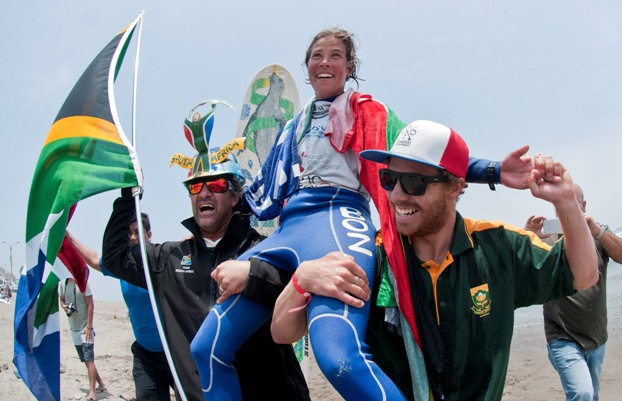 Simone Robb (Kommetjie) is carried up the beach by teammates after winning the Women's title in the 2013 ISA World Longboard Surfing Championships at Huanchaco in Peru on Saturday  Photo: ISA / Rommel Gonzales