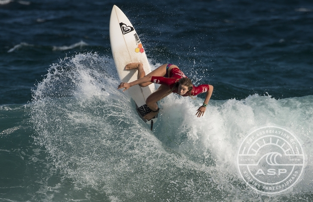 Bianca Buitendag (George, South Africa) performs a trademark vertical backhand turn on her way to third place in the ASP 6-Star rated Hunter Ports Women's Classic in Australia  Credit: ASP / Hayden-Smith