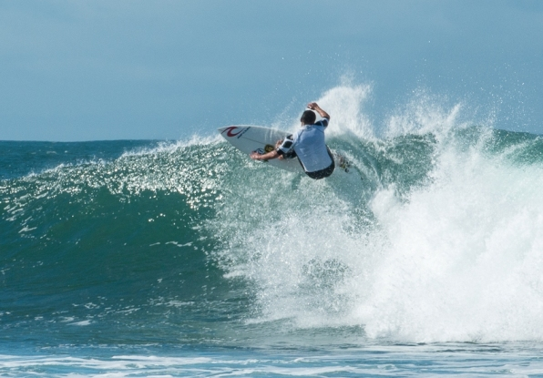 Devyn Mattheys (Border) on his way to clinching the Senior Men's title in the 2014 Cool Shoe SA Masters Surfing Championships at Nahoon Reef in East London today.  Photo: Graeme Field