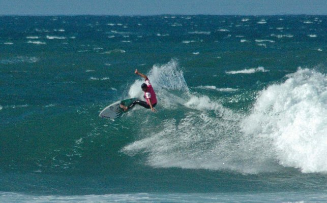 Wayne Monk (Border) battles the elements at Nahoon Reef in East London on the opening day of the Cool Shoe SA Masters Surfing Championships   Photo Casey Beveridge (EPSC)