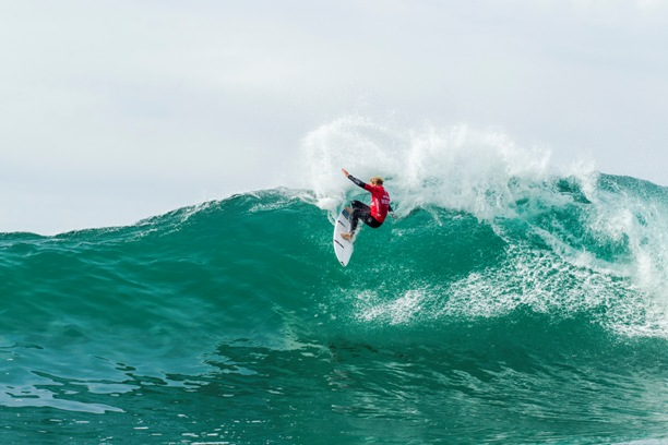 Slade Prestwich (Durban) in action during his R2 heat victory at the Allianz ASP World Junior Championships in Portugal on Monday  Image: ASP / Poullenot