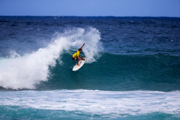 Benji Brand (Kommetjie) shows the form that earned him the runner-up berth in the Pipe Pro Junior event in Hawaii on Saturday  Image: © Reilly/Freesurf