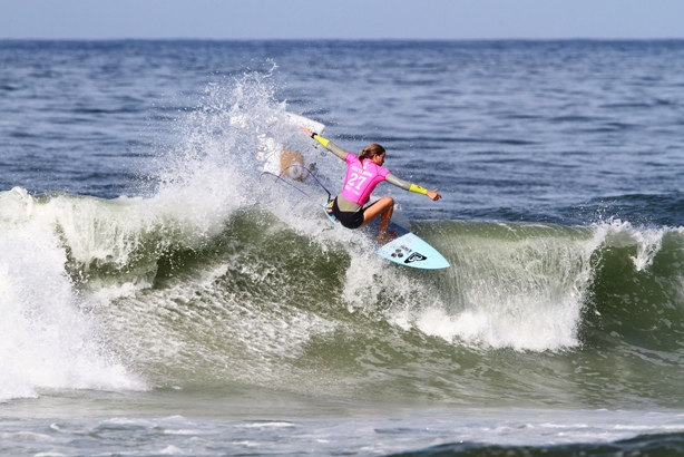 Bianca Buitendag (Victoria Bay) shows the form that saw her finish second in the Oi Rio Pro, the fourth stop on the Samsung Galaxy WSL Championship Tour, on Sunday  Image: (c) WSL / Smorigo