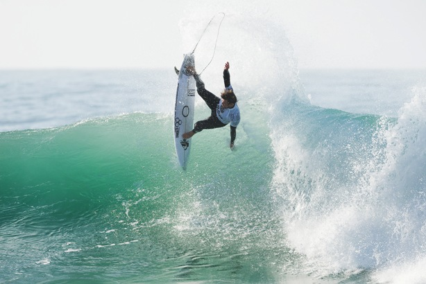 Dangerous wildcard Dane Reynolds from California upset World No. 2 Filipe Toledo from Brazil with spectacular surfing at Jeffreys Bay on Friday  Photo: WSL / Cestari