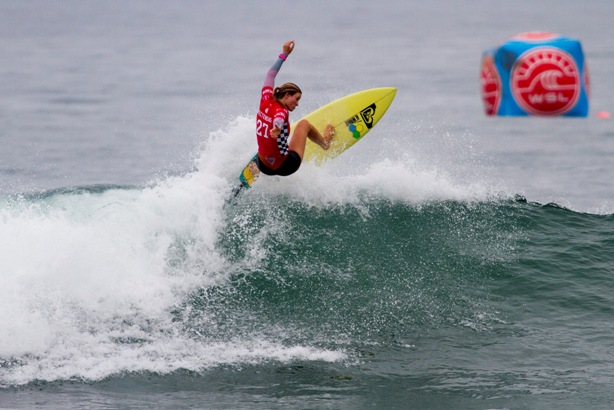 Bianca Buitendag caused a major upset by defeating current World No. 1 Carissa Moore (HAW) in the quarterfinals of the US Open of surfing on Thursday  Photos: WSL / Morris
