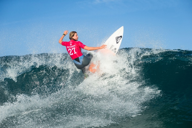 Bianca Buitendag advanced to Round 3 of the Cascais Women's Pro inPortugal on Friday WSL/ Poullenot