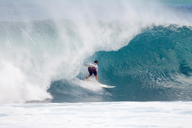 C.J. Hobgood (USA), 2001 WSL Champion, posts a Perfect 10 during Round 1 of the Billabong Pipe Masters, his final event on tour. Image: WSL / Kirstin