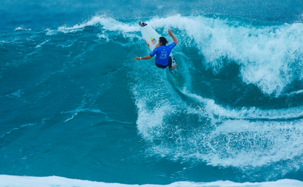 Jordy Smith (Durban, ZAF) on his way to second place in the Rip Curl Pro Bells Beach in Australia on Sunday Image: WSL / Sloane