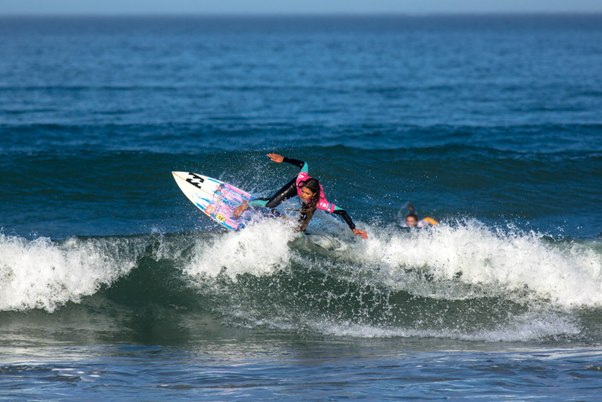 Tanika Hoffman(Clifton) on her way to clinching the women's title at the Cape Town Pro at Big Bay, Bloubergstrand on Sunday Photo: WSL / Van Gysen