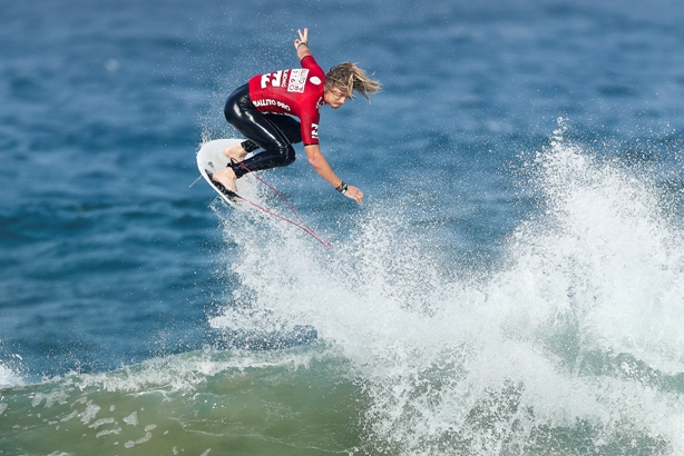 Beyrick de Vries (uMhlanga) in full flight on his way to the last 24 in the Ballito Pro on Thursday Photo: WSL / Cestari