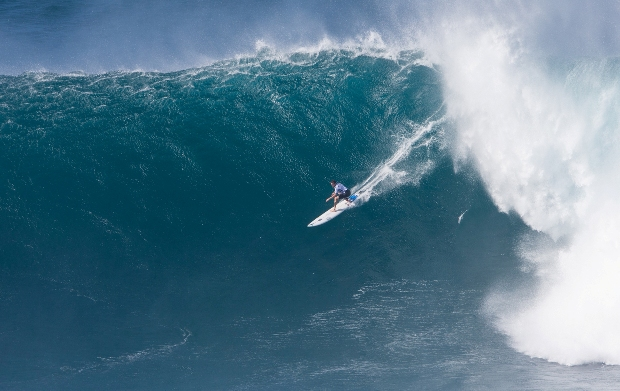 Grant 'Twiggy' Baker in action during the final of the Pe'ahi Challenge at Jaws in Hawaii. The Durbanite finished third in the event and retained his No. 1 spot on the 2016/17 WSL Big Wave Tour rankings - Photo: WSL / Heff
