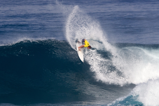 Benji Brand (Cape Town, ZAF) in action on his way to 5th place in the Sunset Open in Hawaii  Image: WSL / Keoki
