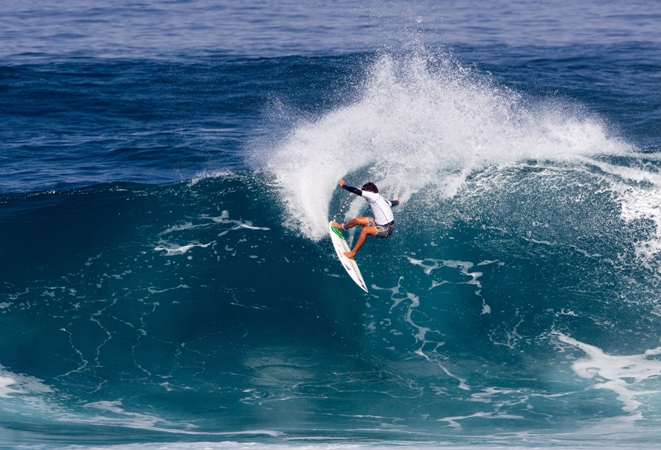 Sebastian Williams (Durban, ZAF) impressed the judges on his way to 9th place in the Sunset Open in Hawaii Image: WSL / Keoki