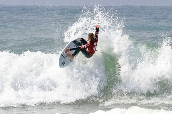 Luke Slijpen (Cape Town) dominated the first two rounds of the Junior Men's event at the Nelson Mandela Bay Surf Pro in Port Elizabeth on Saturday Photo: Ian Thurtell