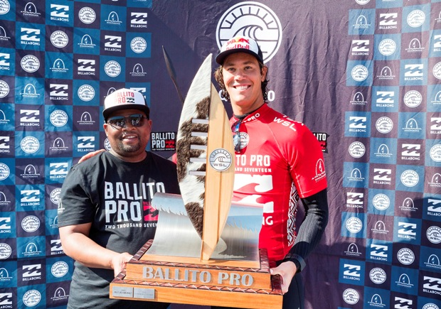 Jordy Smith celebrates his victory in the 2017Ballito Pro pres. by Billabong with Cllr Ricardo Mthembu, the Mayor of Kwadukuza Photo: WSL / Cestari