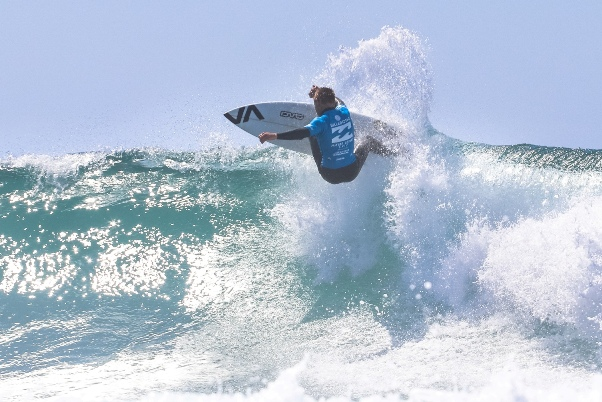 Ford van Jaarsveldt (Kommetjie) on his way to clinching the U18 boys title at the Billabong Junior Series pres. by All Aboard Travel at Seal Point on SundayPhoto: Billabong / Thurtell