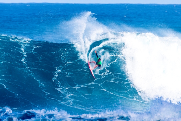 91633cb917 Matt McGillivray (Jeffreys Bay) carves off the top of meaty Sunset Beach  wave on his way to ninth place in the Vans World Cup of Surfing in Hawaii  Photo  ...